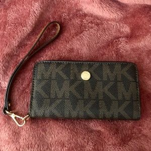Michael Kors Jet Set Travel Slim Tech Wristlet
